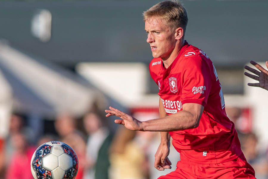 matthew-matt-smith-ball-fc-twente-friendly