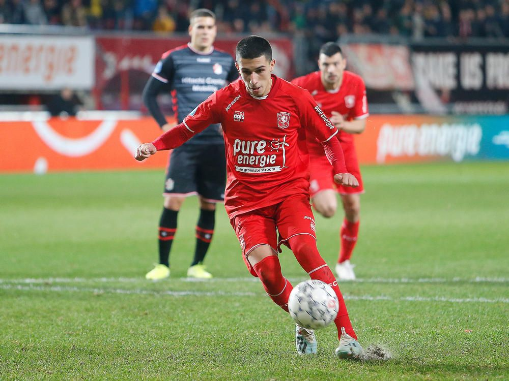 aitor-cantalapiedra-paneka-penaly-fc-twente-emmen-2019