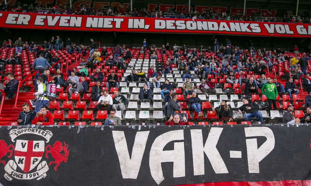 supporters-vak-p-corona-tribune-spandoek